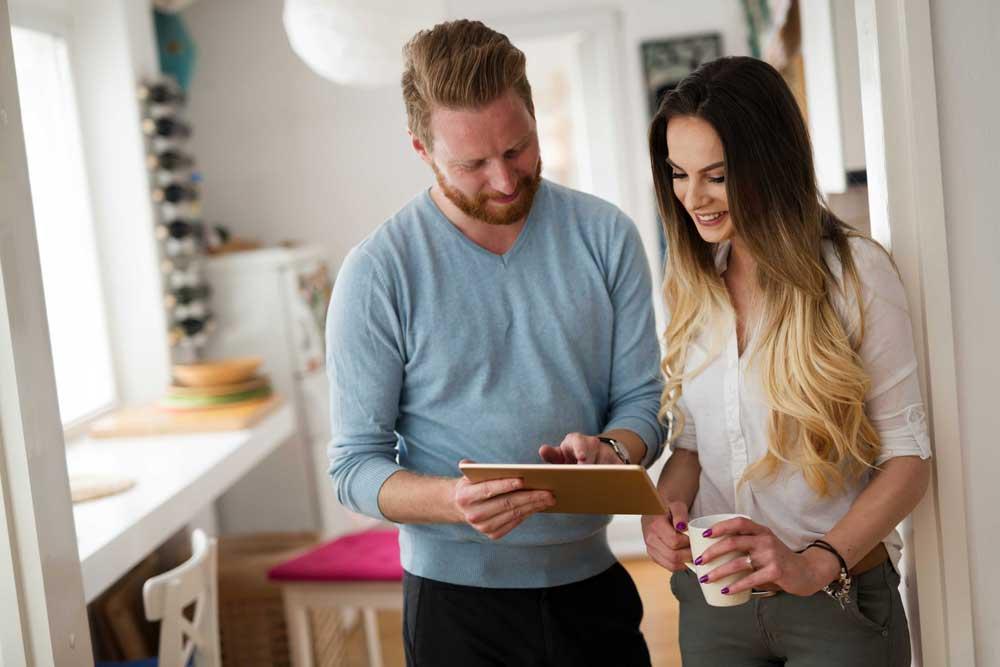 Couple tablet house ipad